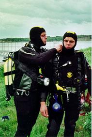 Flemming og Kenneth på vej i vandet